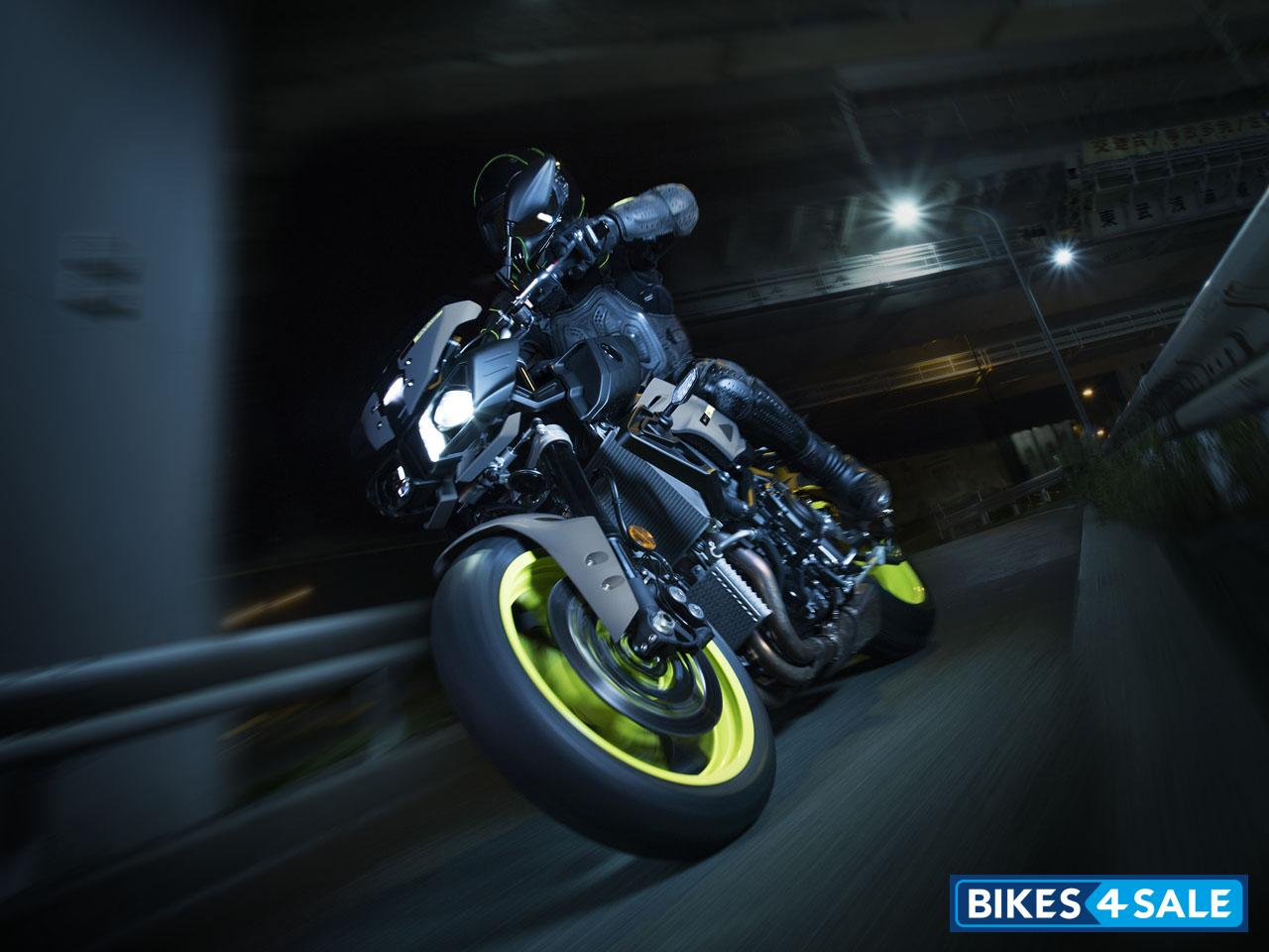 Photo 3  Yamaha MT-10 Motorcycle Picture Gallery - Bikes4Sale
